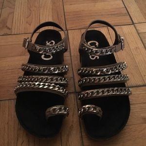 Amazing in brand new condition SE chain shoes